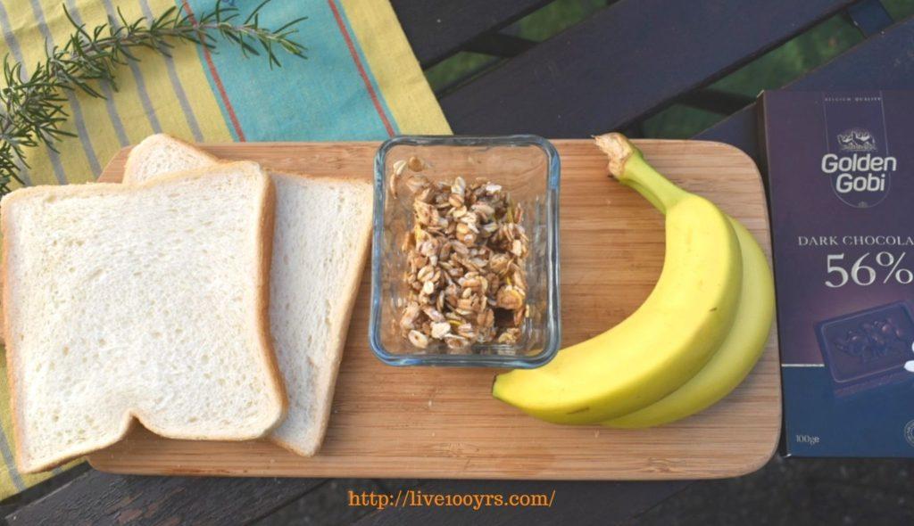 バナナとチョコとグラノーラのホットサンドレシピの材料です