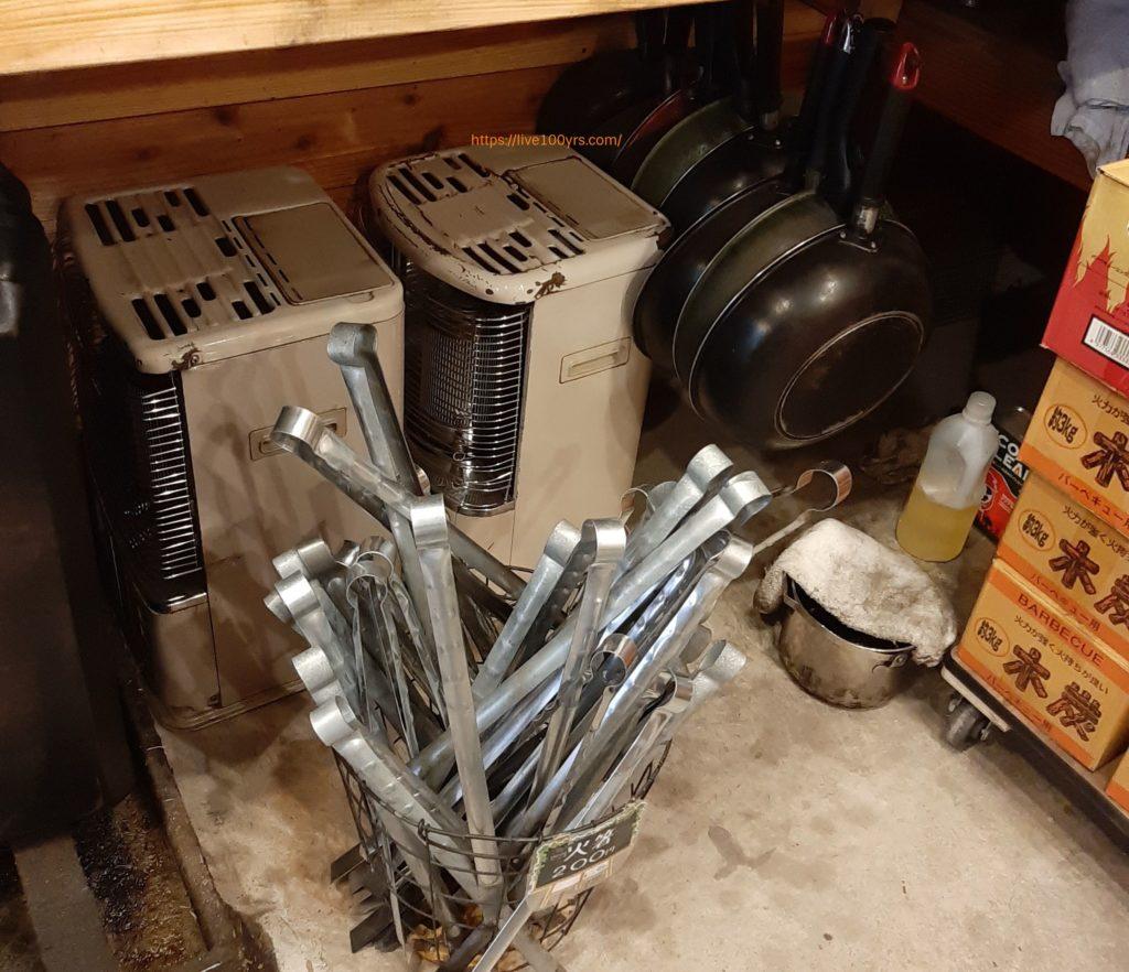 氷川キャンプ場のレンタル品、ストーブやフライパンです