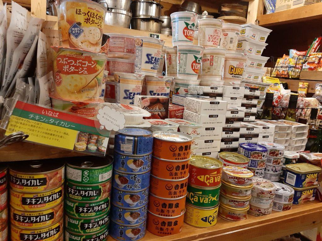 氷川キャンプ場の売店で購入できる缶詰やカップめんです