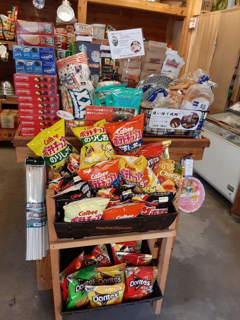 氷川キャンプ場の売店にあるお菓子や、パンです
