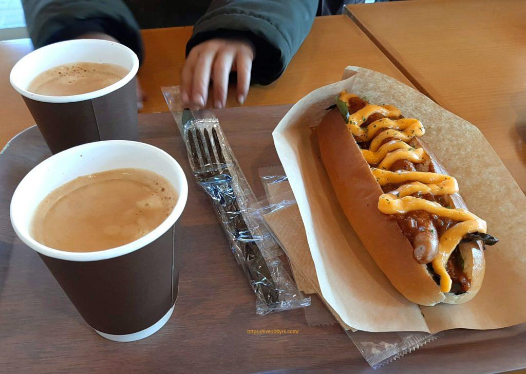 清水公園のカフェ・アゼリアで食べたホットドッグ