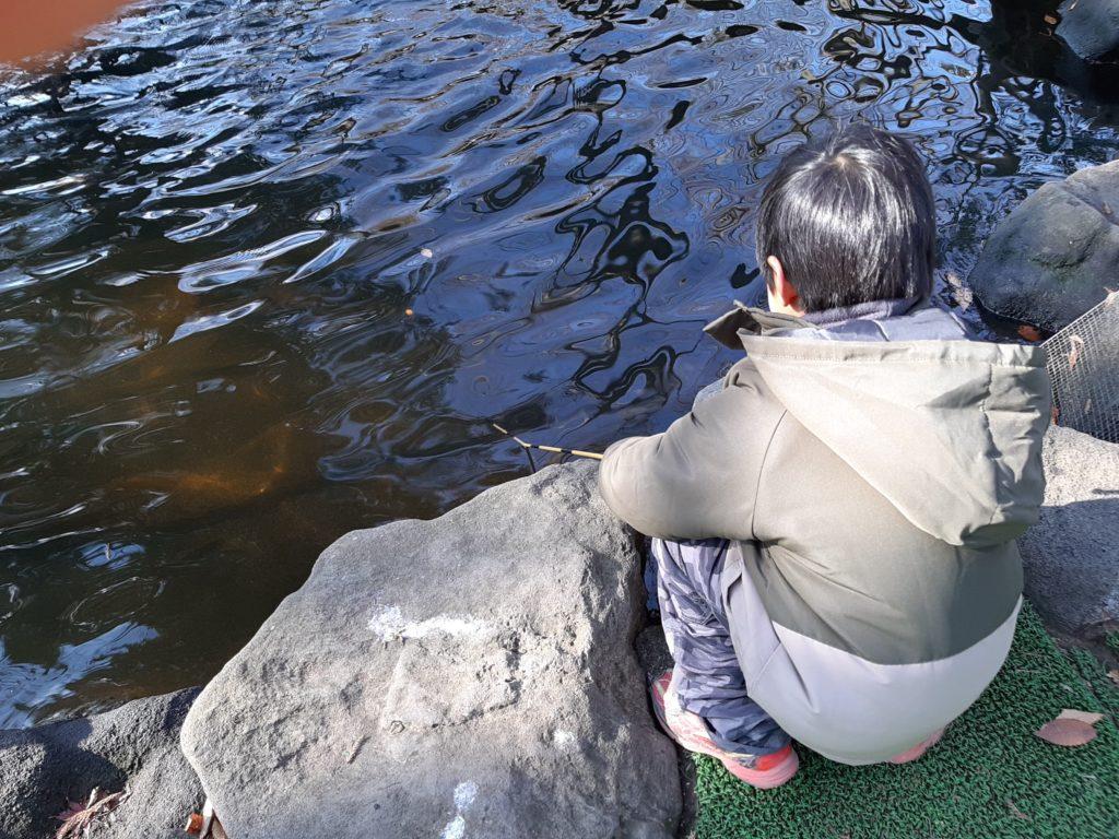 清水公園の釣り堀で釣り場を決める