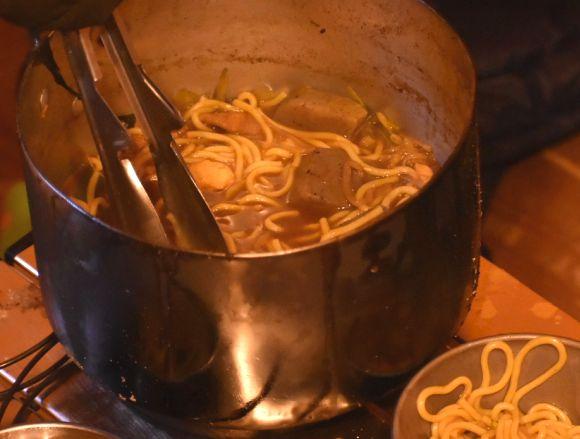 冬のキャンプ場で作るカレー鍋