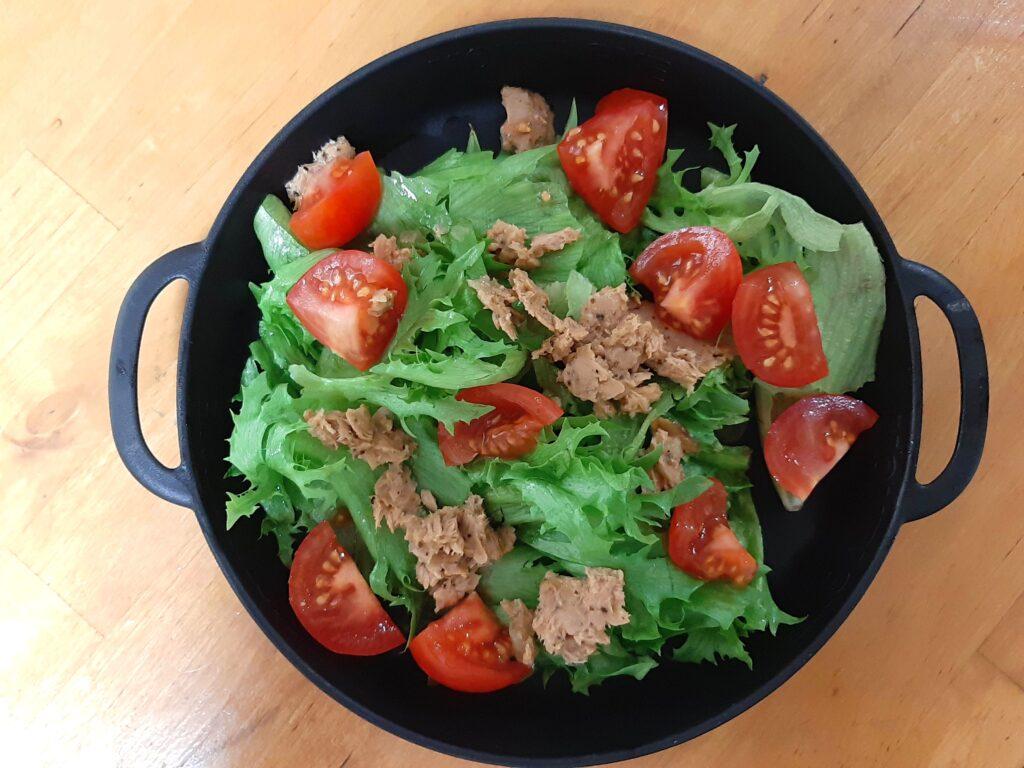 いなば食品ツナトッピングで作るツナとミニトマトのサラダ