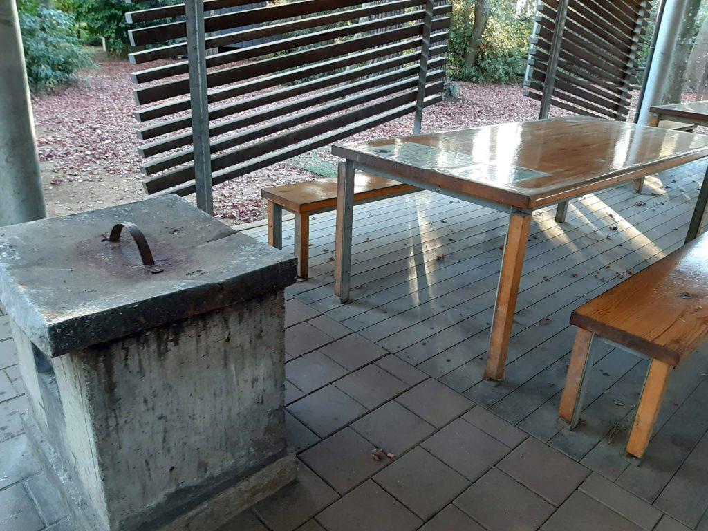 清水公園キャンプ場のテーブルとかまど