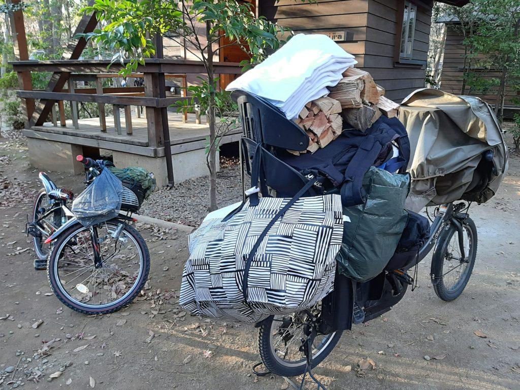 自転車で到着清水公園キャンプ場のバンガロー