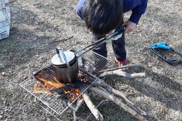 焚き火にハマる6歳児