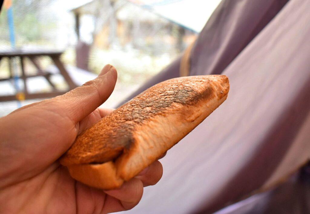 ホットサンドメーカーバウルーダブルならではの使い方を紹介、パンが具材ごと分断