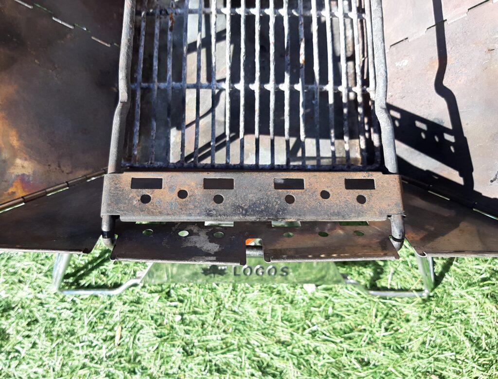 ロゴスの焚き火台Mの串焼きプレートです