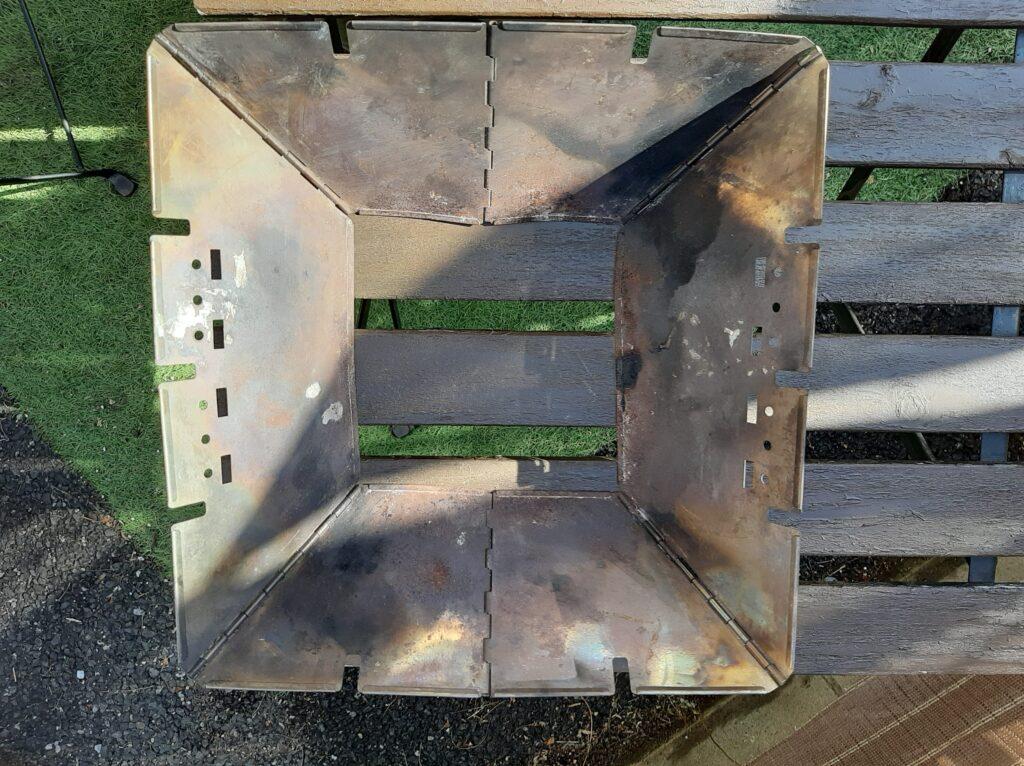 ロゴスの焚き火台Mの本体です