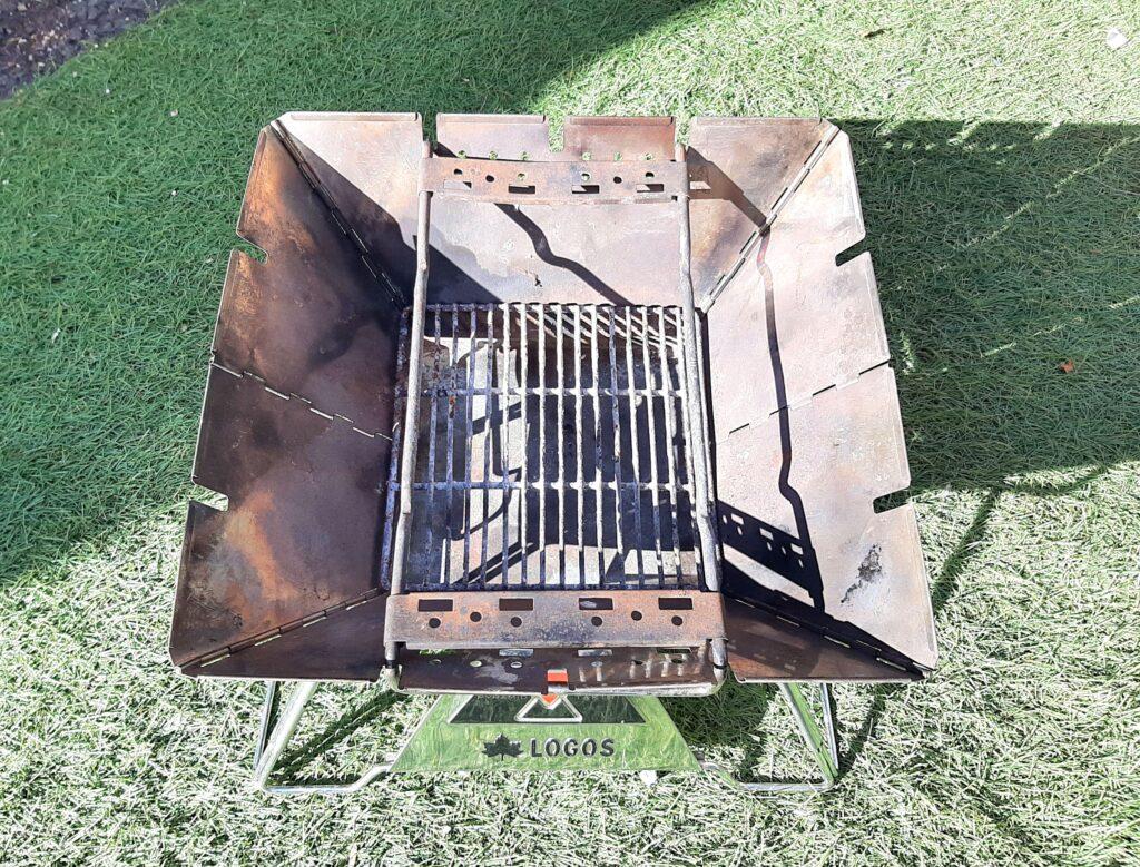 ロゴスの焚き火台Mの組み立て方、ゴトクAを置きます