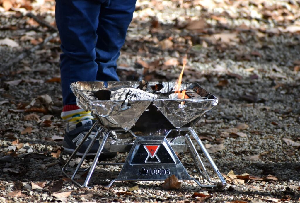 ロゴスの焚き火台Mの使い方や組み立て方を紹介