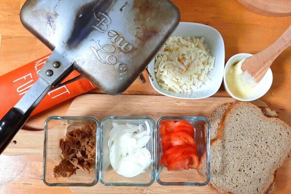いなば食品ツナトッピングトマト&バジルで作るホットサンドの具材