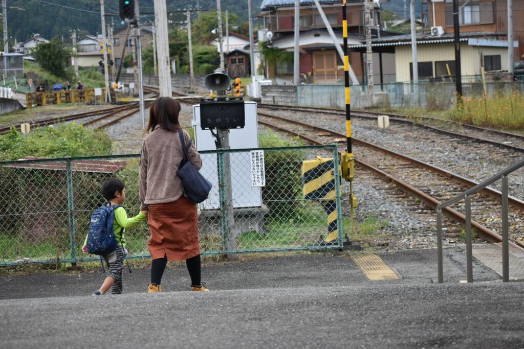 秩父鉄道の駅内には踏み切りがあります