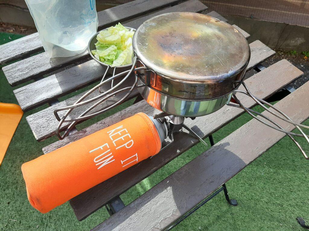 いなば食品のツナトッピングしょうが醤油と白菜和えのレシピでお湯を沸かします