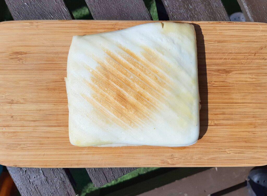 いなば食品ツナトッピングおかか醤油味ごま和えとチーズのはんぺんサンドが焼きあがりました