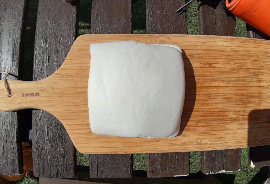 いなば食品ツナトッピングおかか醤油味ごま和えとチーズをはんぺんでサンド