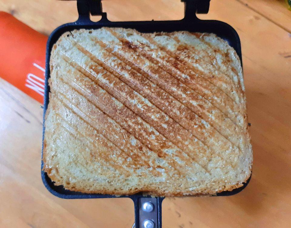 にんにく醤油ツナと厚焼きたまごのホットサンドの焼き加減